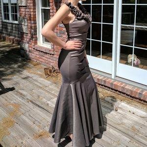 Super flattering Cache Prom Dress